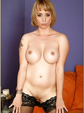 Splendid mature woman Sophia Mounds showing her body and masturbating hard