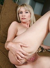 Seductive lady Bridgette Monroe wants to strip and to show her snatch