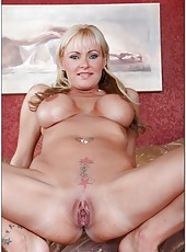 Good-looking minx Allison Kilgore showing tatooes and getting naughty