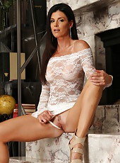 Majestic babe India Summer wearing high-heels and seducing your horny mood