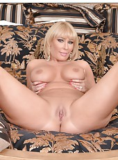 Nasty lady Mellanie Monroe loves doing awesome things with her pussy