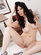 Zingy babe Diana Prince prefers to undress on camera and masturbates