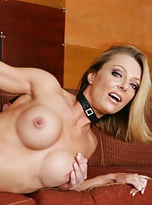 Prepossessing coquette Brenda James making a deepthroat and eating cum