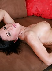 Tasty slut Kendra Secrets posing without lingerie and fingering sissy