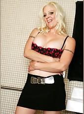 Exceptional wife Veronica Vaughn demonstrating her big ass yummy boobies