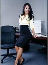 Curious Asian secretary Asa Akira has really good mood today