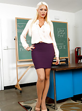 The most glamorous teacher Mrs. Summer Brielle proves that lessons could be pleasant