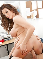 Busty girl Ariella Ferrera is ready for a hardcore movie with a sexy cunnilingus