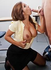 Great pornstar Francesca Le gives an incredible blowjob to her lucky fucker