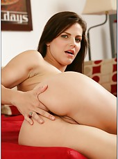 Horny slut Bobbi Starr posing naked and showing her wet pussy and her boobs