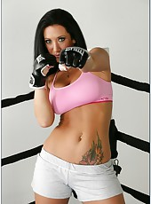Top-class brunette temptress Jayden Jaymes sucks, rides and tittyfucks on the fighting ring