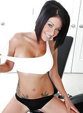 Slender and buxom brunette cougar Isis Monroe loves energizing fucking in the gym