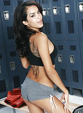 Busty fight girl Daisy Marie got an energizing bonking in the locker room