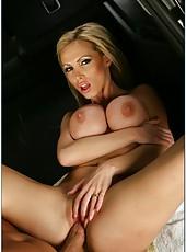 Topnotch sex goddess with ridiculous body Nikki Benz fucks in her car