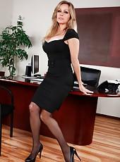 Perfect milf teacher Dyanna Lauren looks fantastic in her beautiful stockings