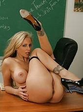 Fascinating blonde milf Julia Ann achieves orgasms right at her workplaces