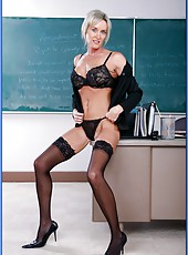 Short-haired, elegant mature blonde Mrs. KC Kelly has amazing fucking ambitions