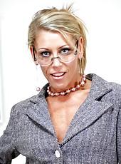 Skinny milf Chelsea Zinn is a hot teacher with great dirty ideas