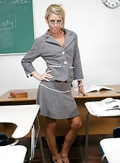 Skinny milf Chelsea Zinn is a hot teacher with great dirty ideas