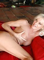 Nasty blonde mature Cara Lott fucks like a horny slut with her new fucker