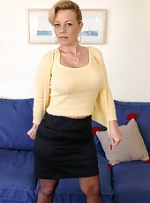 Nasty mature Sammy Sparks has a delicious ass and  sweet boobs