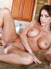 Victoria Valentina is a beautiful brunette, who has big boobs and a sey trimmed pussy