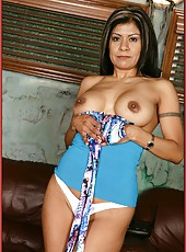 Stunning wife Gabby Quinteros posing without lingerie and fingering hard