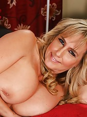 Zingy housewife Wanda Lust demonstrates her boobies and fingers on camera