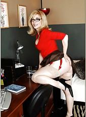 Giggly housewife Nina Hartley sure loves stripping and undressing