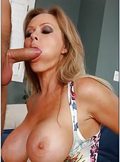 Stunning lady Dyanna Lauren swallows her friend