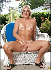 Slutty pornstar Sexy Suz posing outside and taking off clothes for extra pleasure
