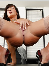 Marvelous hooker Lisa Ann taking off her suite and spreading juicy vagina