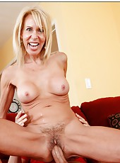 Gifted pornstar Erica Lauren making a deepthroat and enjoying balls
