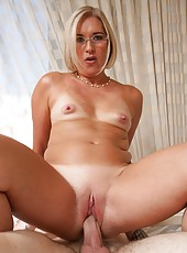 Spectacular milf Sexy Suz doing her best to please a good old friend