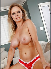 Bright housewife Dyanna Lauren wants to show her tattooes and shaved sissy