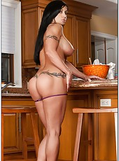 Sportive babe Jewels Jade showing hot forms and posing at the kitchen
