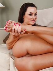 Swanky chick Lisa Ann stripping in her house and playing with pussy