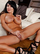 Swanky wife Sienna West prefers doing amazing things with her snatch