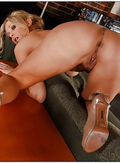 Athletic bitch Julia Ann showing sexy legs and fingering on camera
