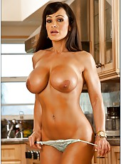 Chubby coquette Lisa Ann posing at the kitchen and showing tits