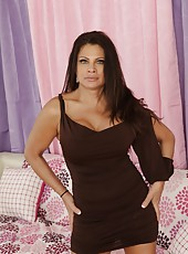 Bright babe Teri Weigel showing a hot striptease and fingering hard
