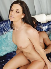 Spoiled bitch India Summer loves swallowing cocks and getting cumshots