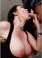 Stunning slut RayVeness making a deepthroat and enjoying a big cock