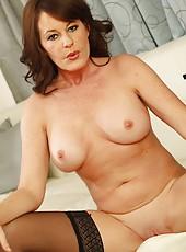 Zingy philander Bella Roxxx taking off her clothes and starts masturbating
