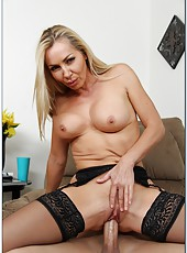 Staggering babe Lisa Demarco making a blowjob and getting drilled