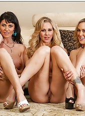 Noteworthy wife Brandi Love posing with her friends and fingering