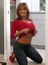 Magnificent mature Tara Holiday prefers posing and spreading ass