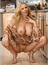 Winning whore Julia Ann loves posing and playing with her precious sissy