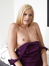 Magnificent bitch Darryl Hanah loves when her pussy is licked and fucked