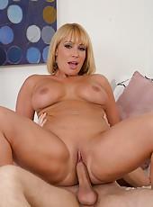 Rebellious hooker Mellanie Monroe prefers to ride dicks and reaches orgasm